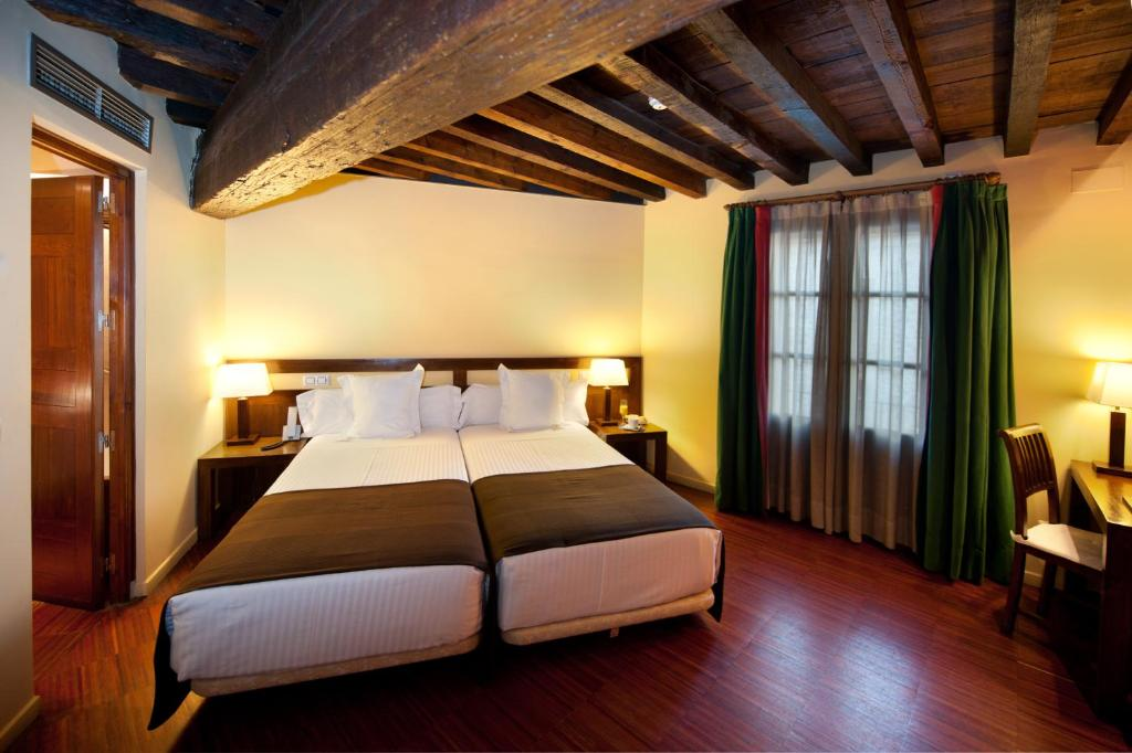 boutique hotels in toledo  56