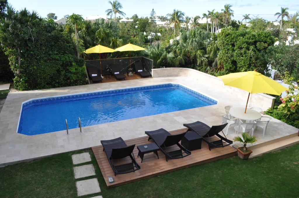A view of the pool at Edgehill Manor Guest House or nearby