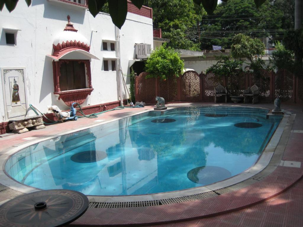 The swimming pool at or near Rang Niwas Palace