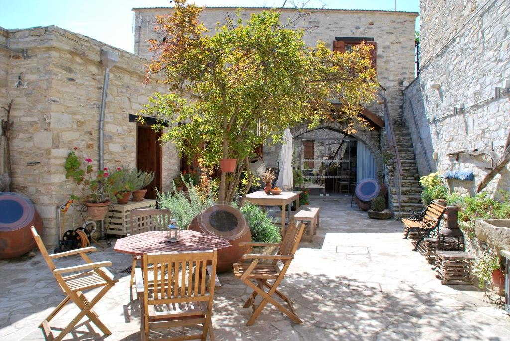 Vavla Rustic Retreat - Cyprus Winter Cozy Places