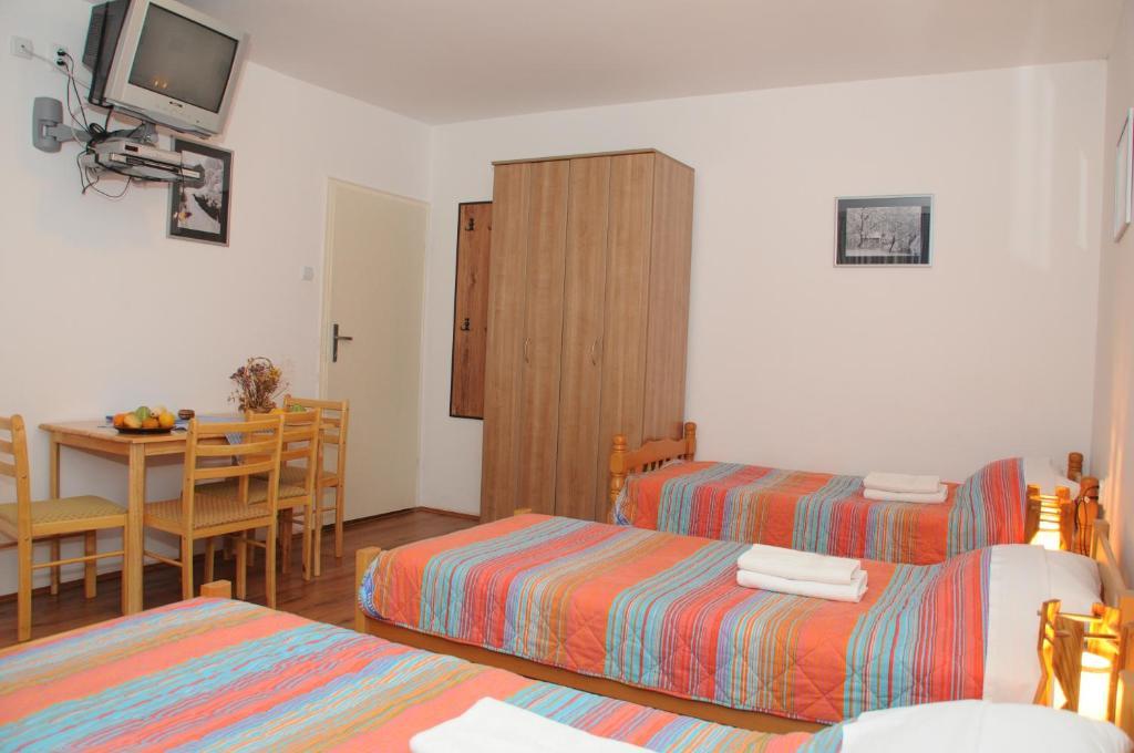 Łóżko lub łóżka w pokoju w obiekcie B&B Babin Zub