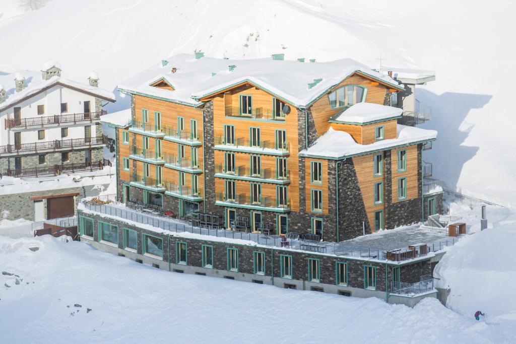 White Angel Hotel зимой
