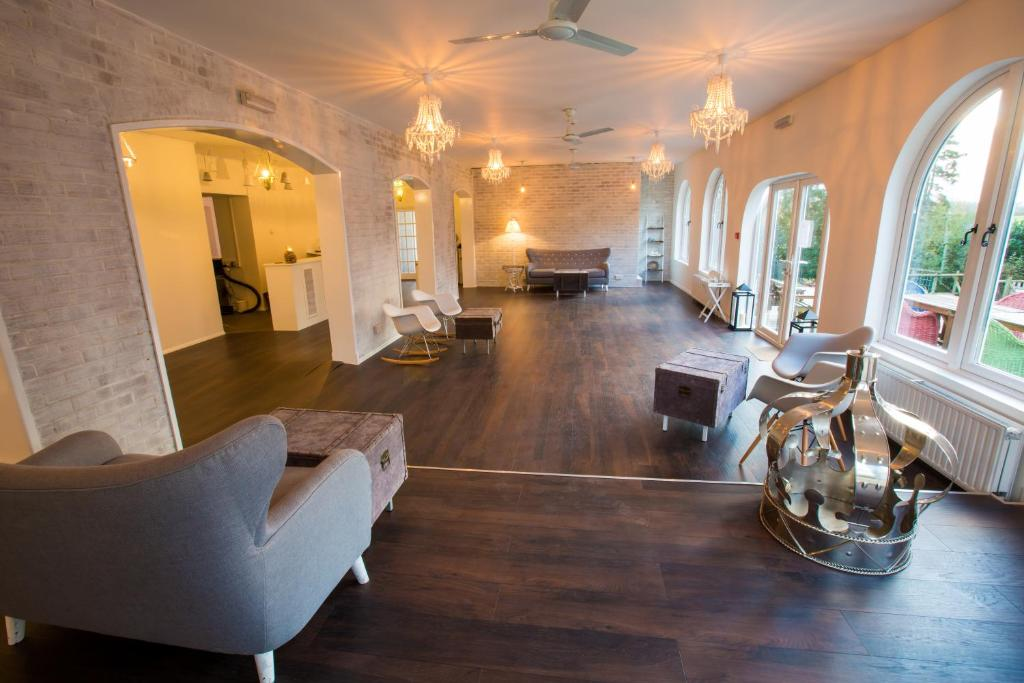 The lobby or reception area at Gray Manor Hotel
