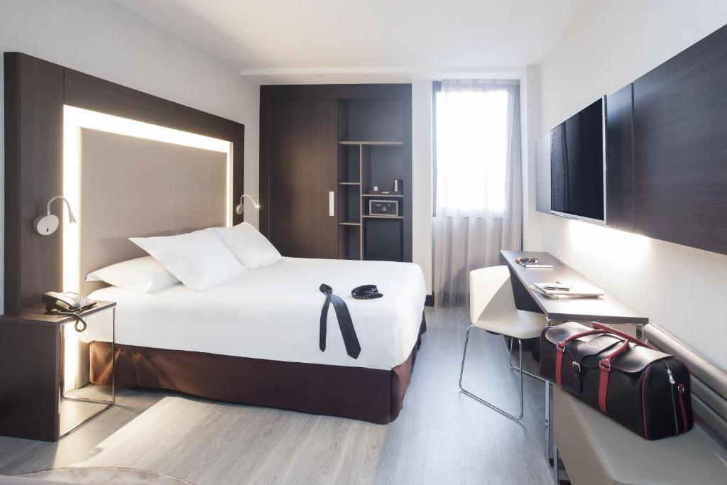A bed or beds in a room at Novotel Madrid Center