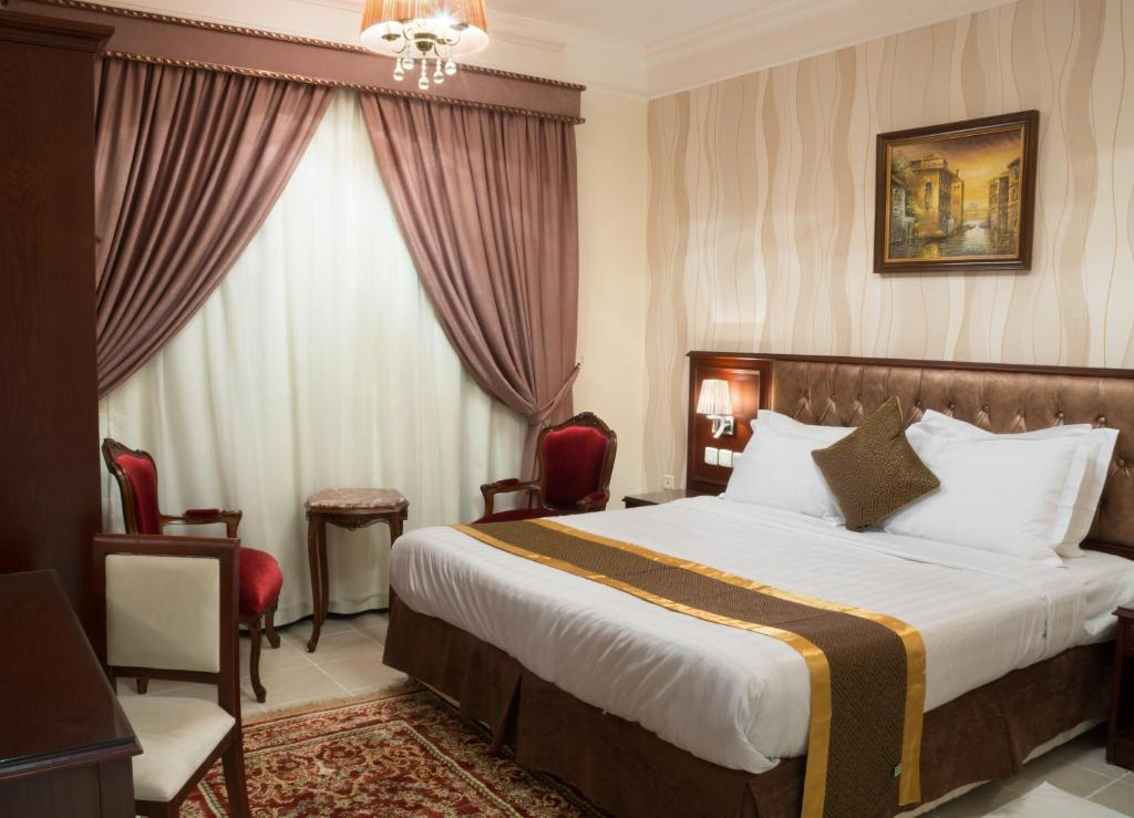 A bed or beds in a room at Safari Hotel Apartment (Formerly Ewa Safari)