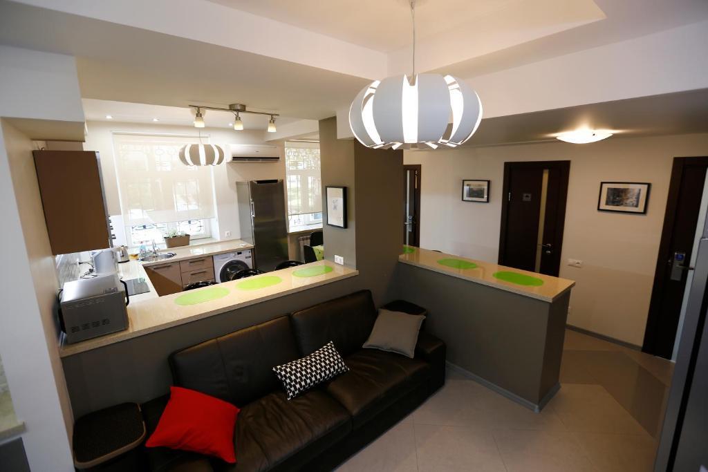 The lounge or bar area at Hostel U Vokzala Brandson