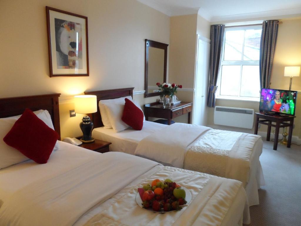 Letto o letti in una camera di Sligo City Hotel