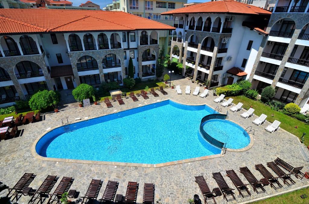D&S - Severina Hotel veya yakınında bir havuz manzarası