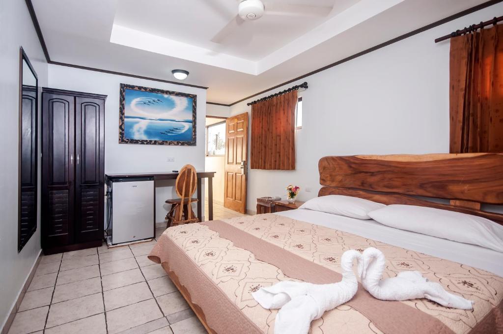 Cama o camas de una habitación en Cadillac Rock Beach Hotel