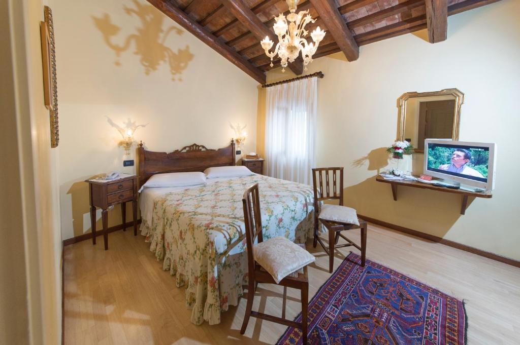 Letto o letti in una camera di Hotel La Rescossa