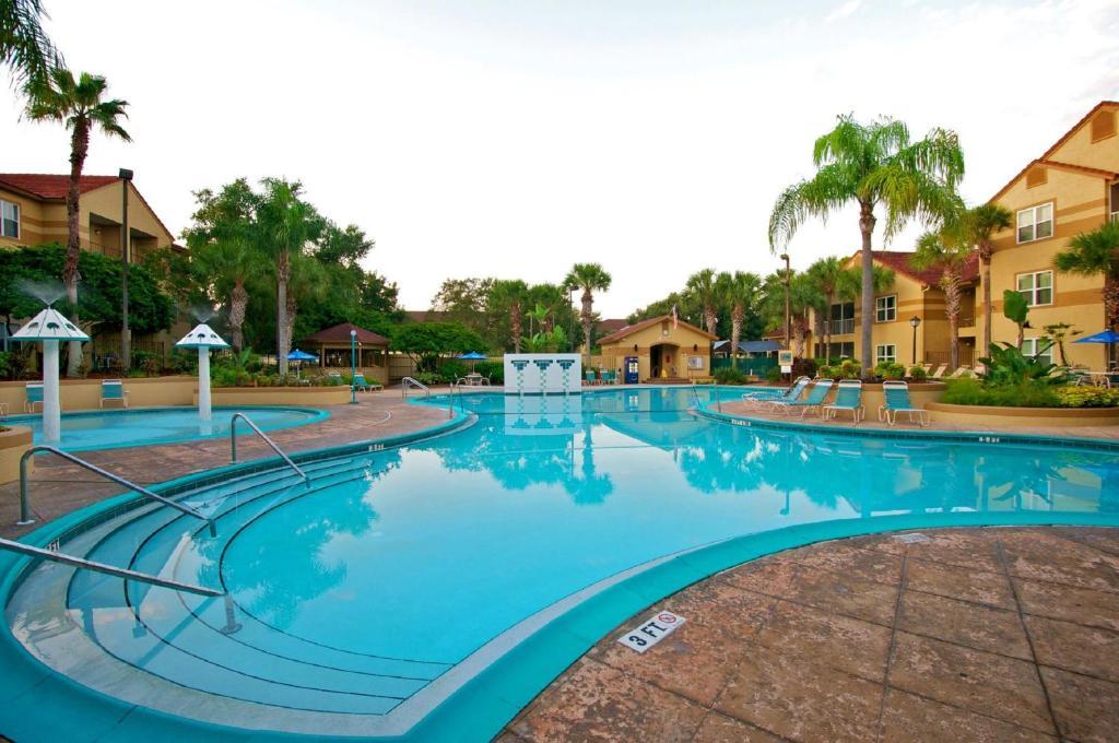 The swimming pool at or close to Blue Tree Resort at Lake Buena Vista