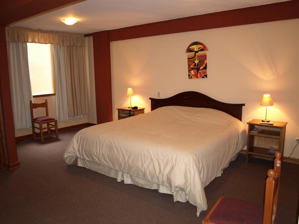 Ein Bett oder Betten in einem Zimmer der Unterkunft Qelqatani Hotel
