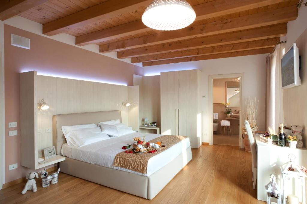 Postel nebo postele na pokoji v ubytování Corte San Felice