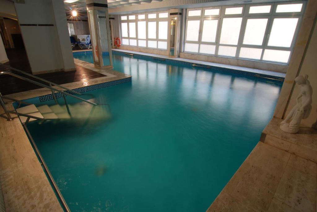 Der Swimmingpool an oder in der Nähe von Hotel Colón Spa
