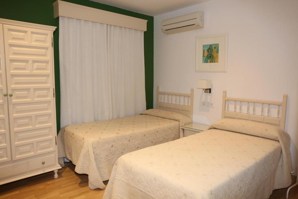 Cama o camas de una habitación en Hostal La Janda