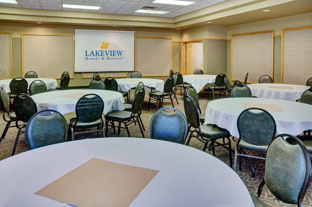 The business area and/or conference room at Lakeview Gimli Resort