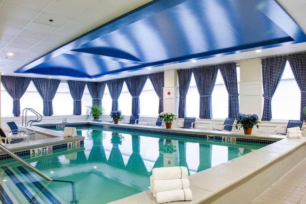 The swimming pool at or close to Salem Waterfront Hotel & Suites