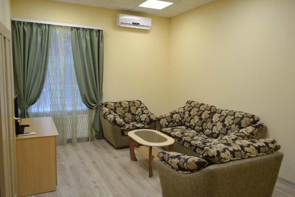 A seating area at Zvenigorodskaya