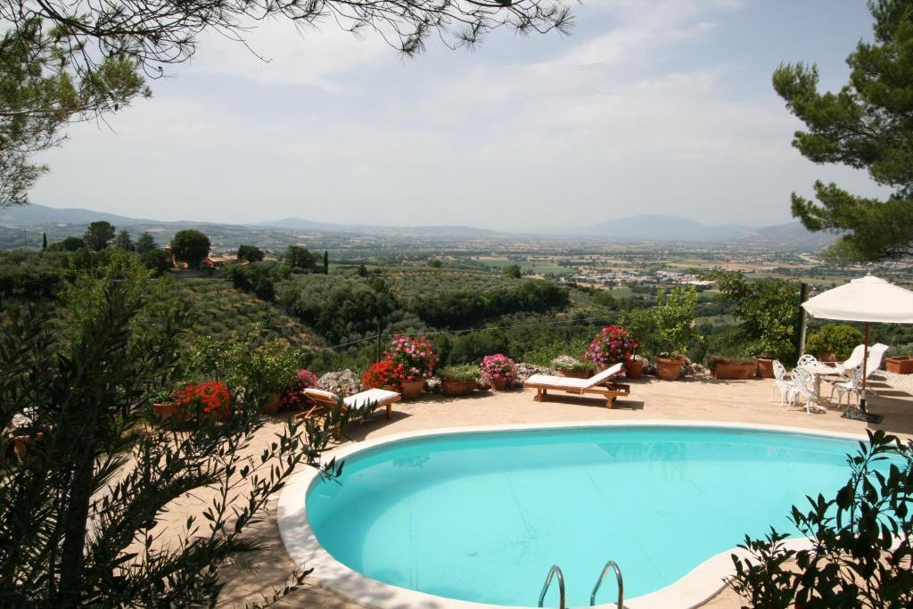 The swimming pool at or near Eremo delle Fate