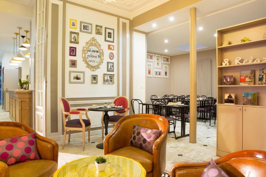 Restaurant ou autre lieu de restauration dans l'établissement Hotel De La Cite Rougemont