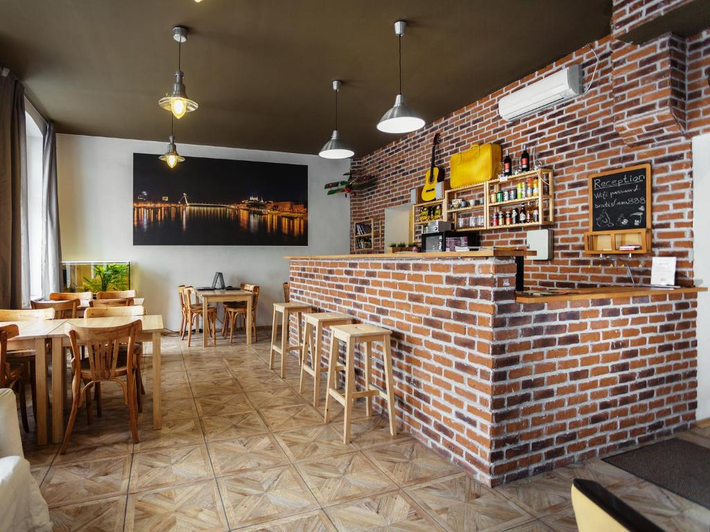 The lounge or bar area at Hostel Brickyard
