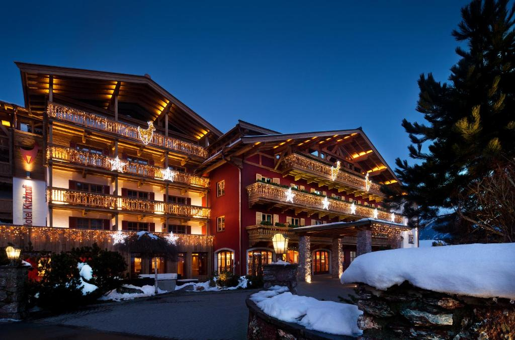 Kitzhof Mountain Design Resort 4 Sterne Superior during the winter