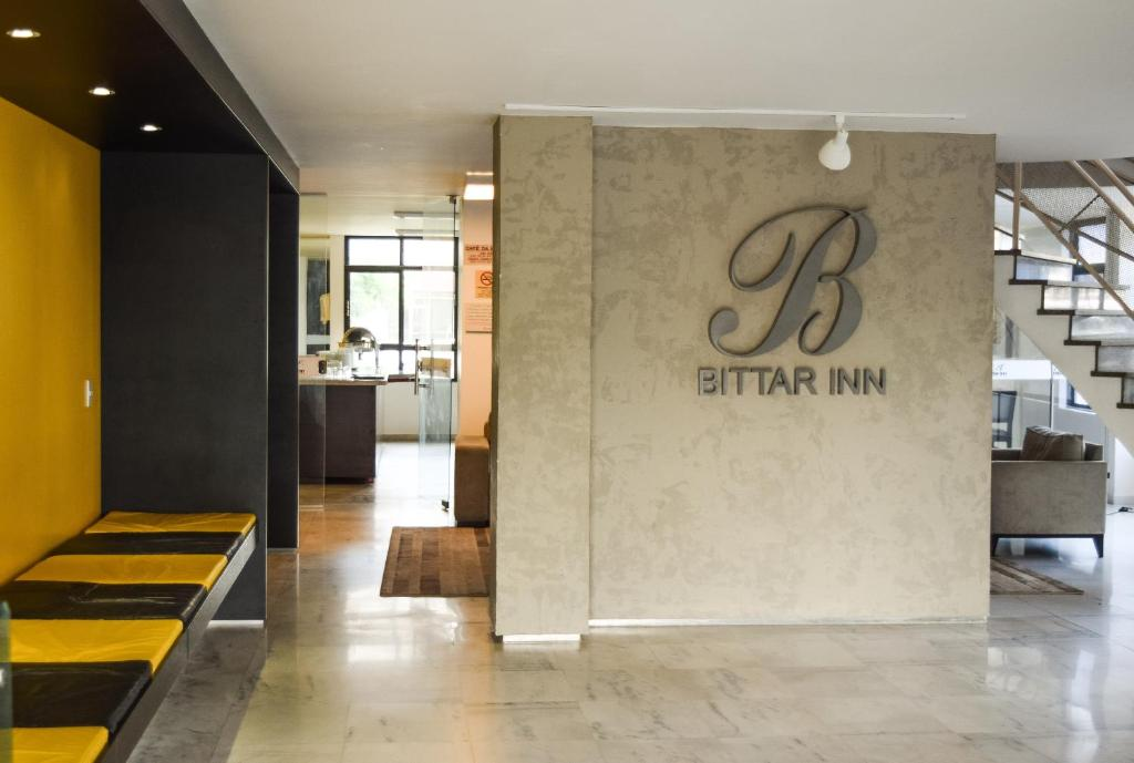 The lobby or reception area at Bittar Inn
