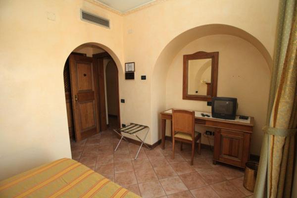 Televiisor ja/või meelelahutuskeskus majutusasutuses Hotel Belvedere