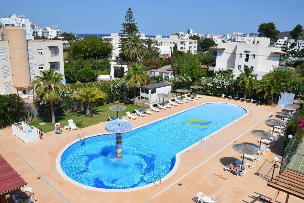 A view of the pool at Aparthotel Club La Sirena or nearby