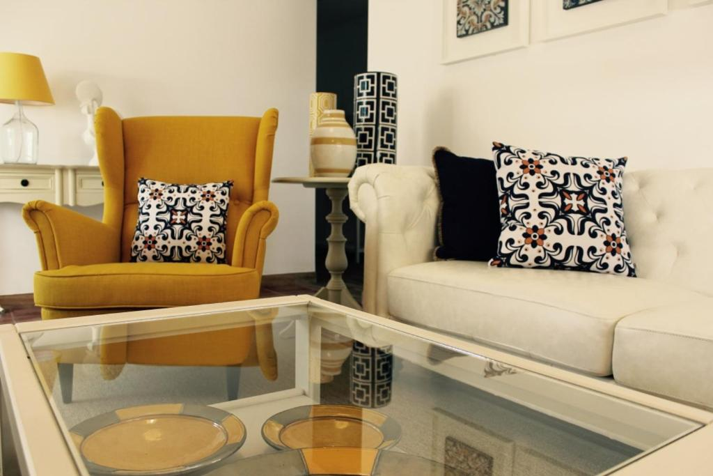 A seating area at Ericeira Boutique Lodge - byEME