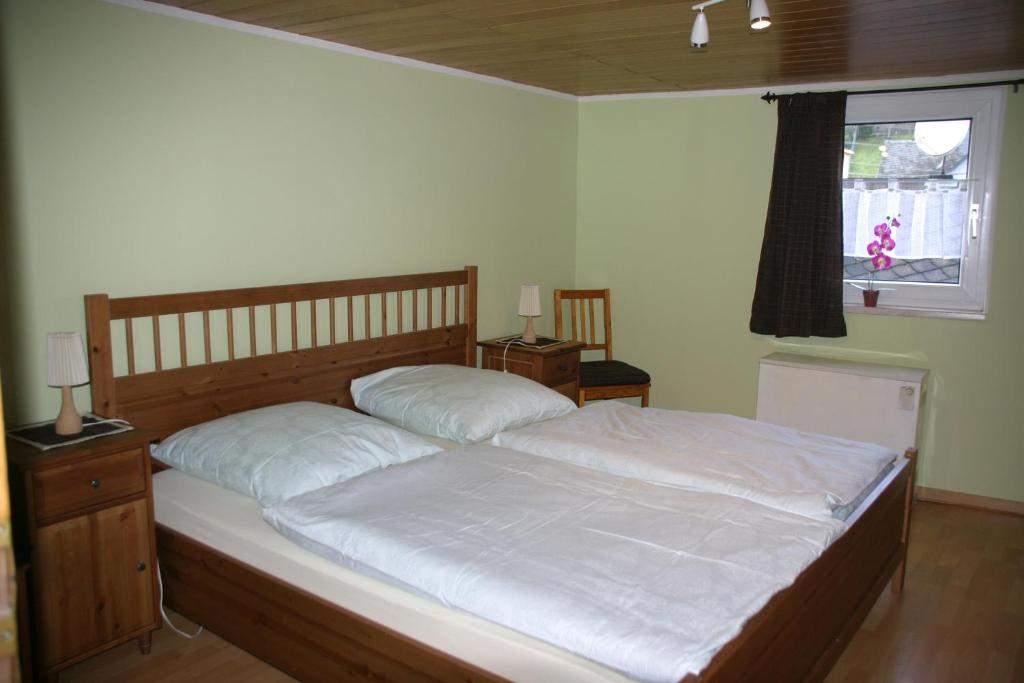 Ein Bett oder Betten in einem Zimmer der Unterkunft Ferienwohnung In der Kehr