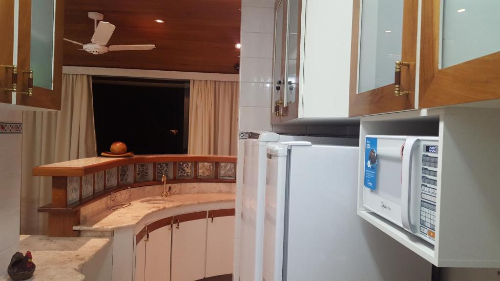 A television and/or entertainment center at Flat Guarujá Four Seasons