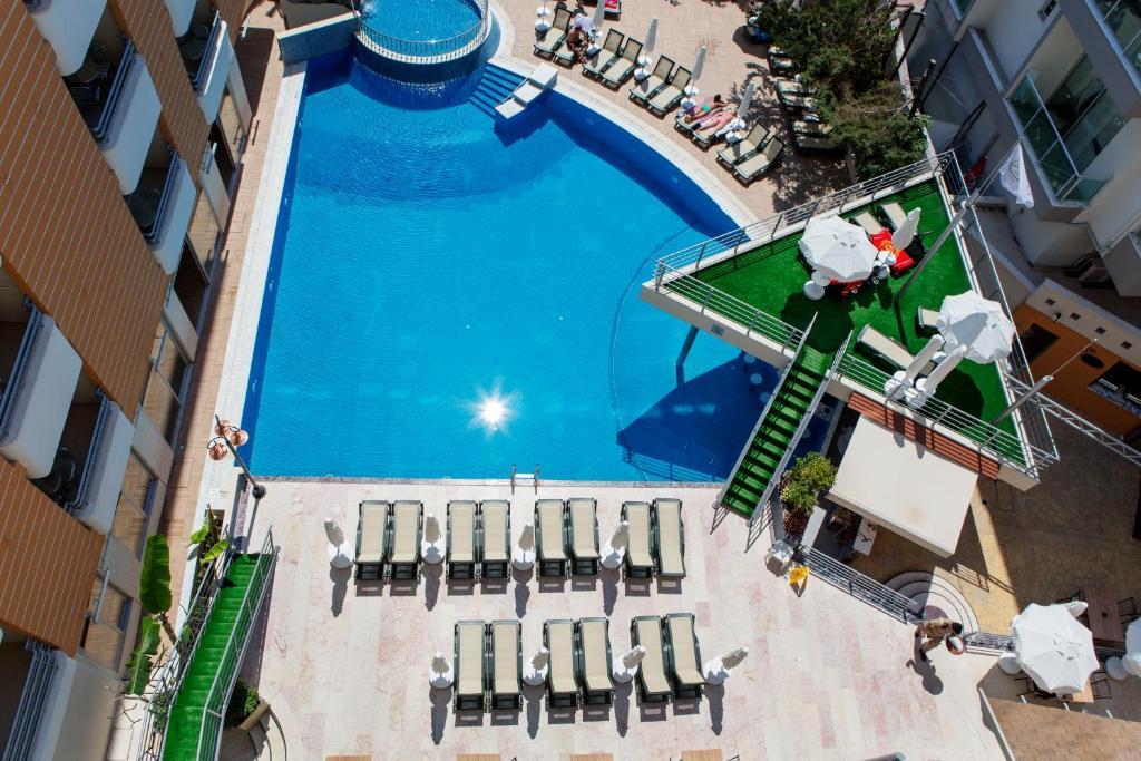 Вид на бассейн в Alaiye Kleopatra Hotel или окрестностях