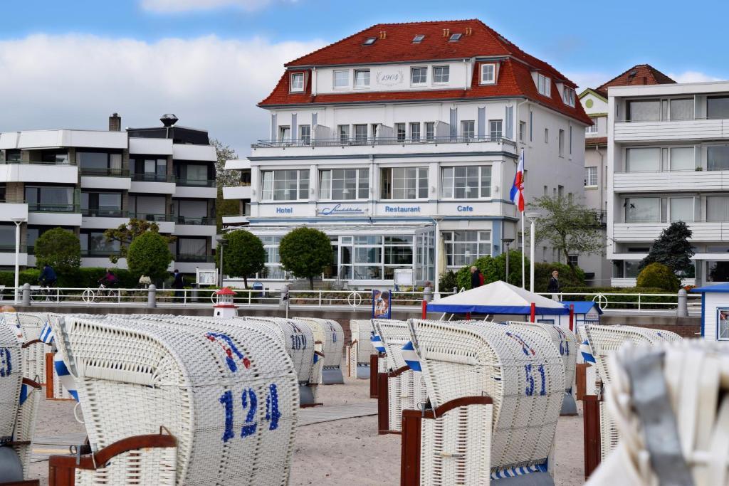 Swimmingpoolen hos eller tæt på Hotel Strandschlösschen