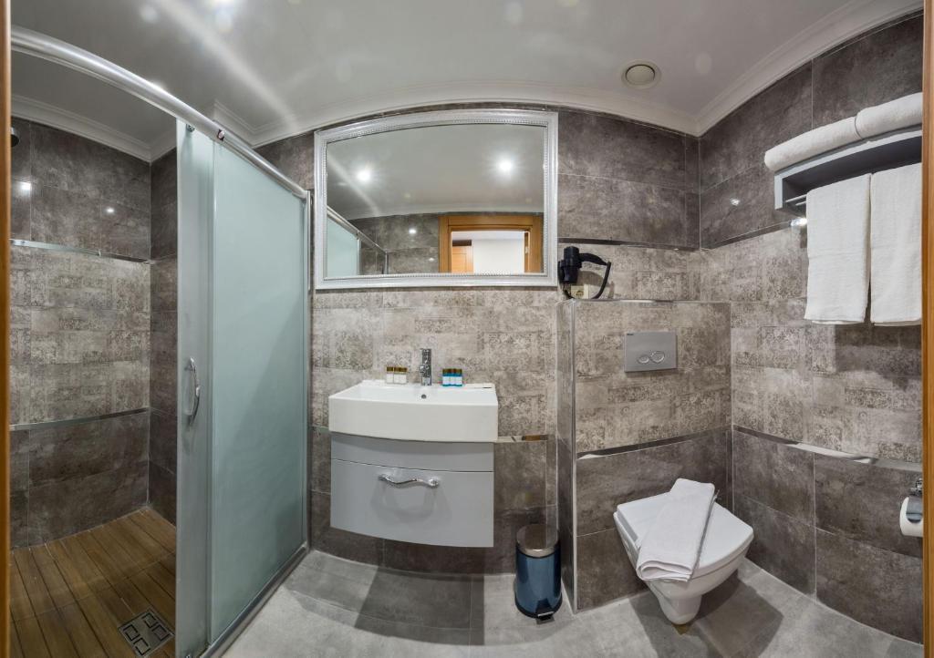 Ванная комната в Grand Palace Hotel
