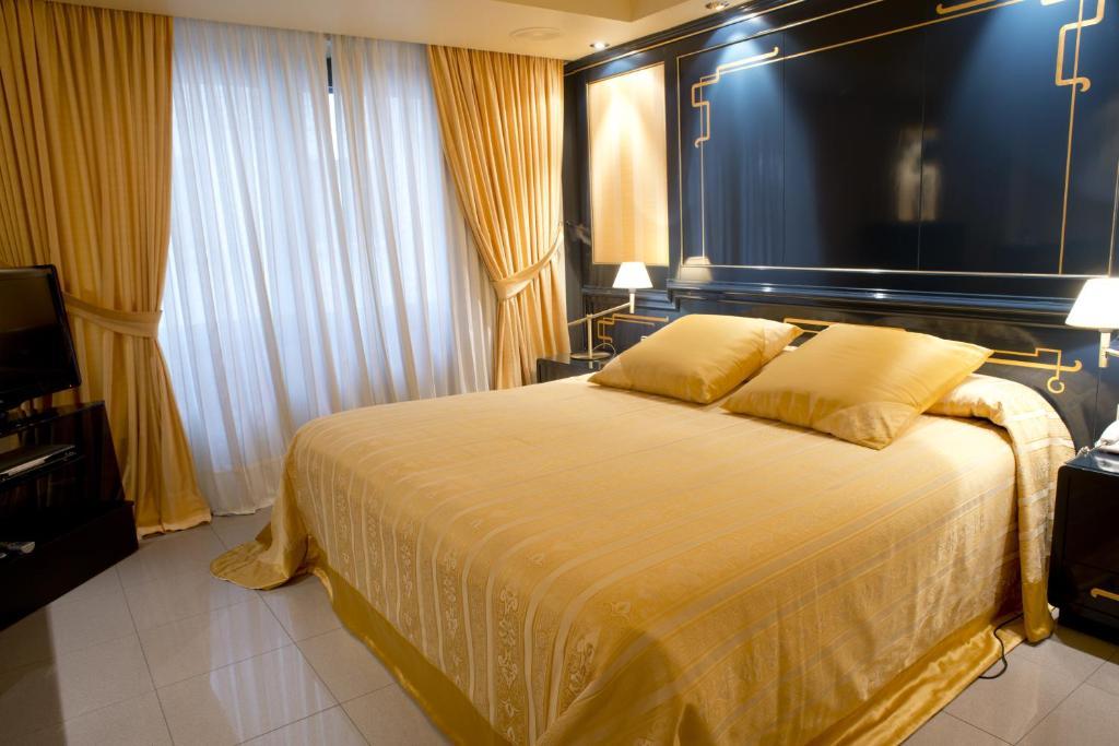 Hotel Casa Canut (Andorra Andorra la Vella) - Booking.com