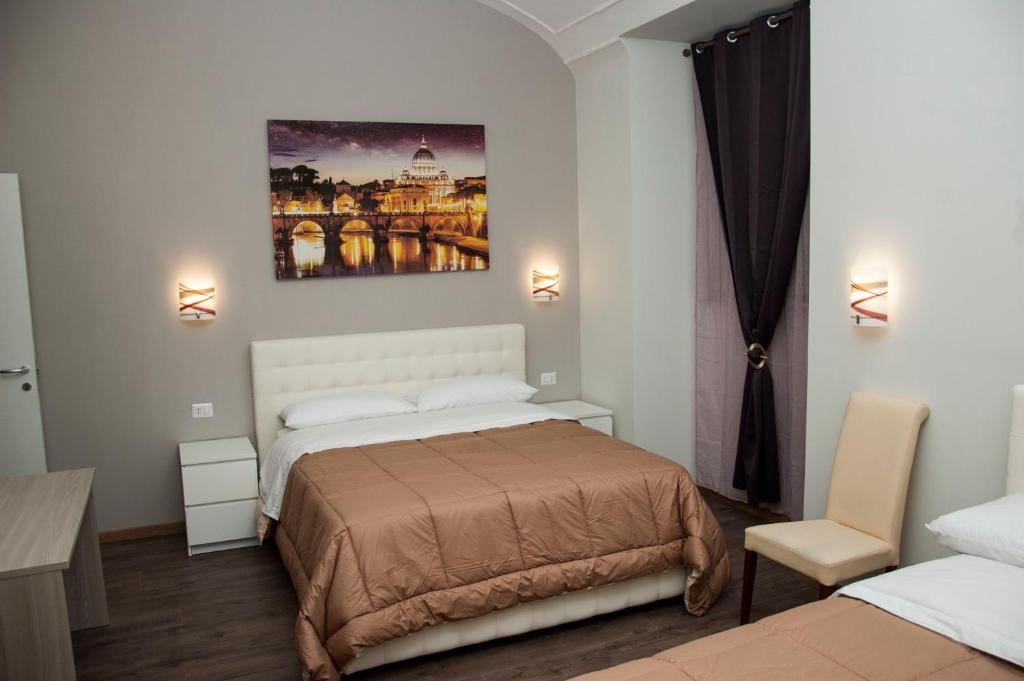 A bed or beds in a room at Holiday House Roma Vaticano