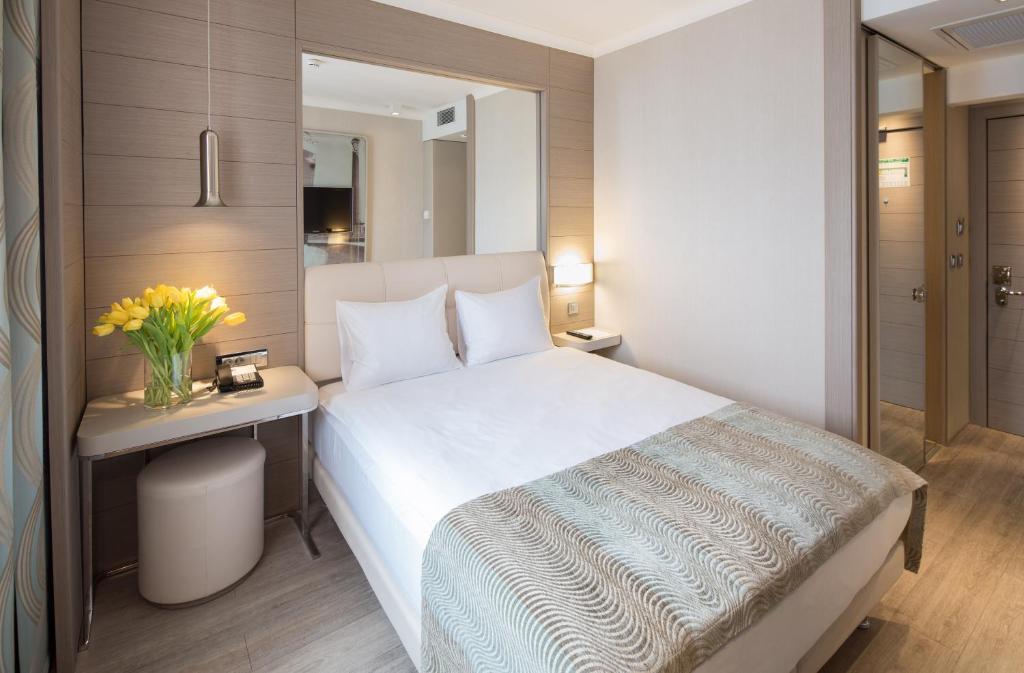 Llit o llits en una habitació de TITANIC Comfort Mitte