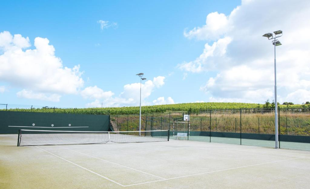 Tennis and/or squash facilities at Quinta do Rol or nearby