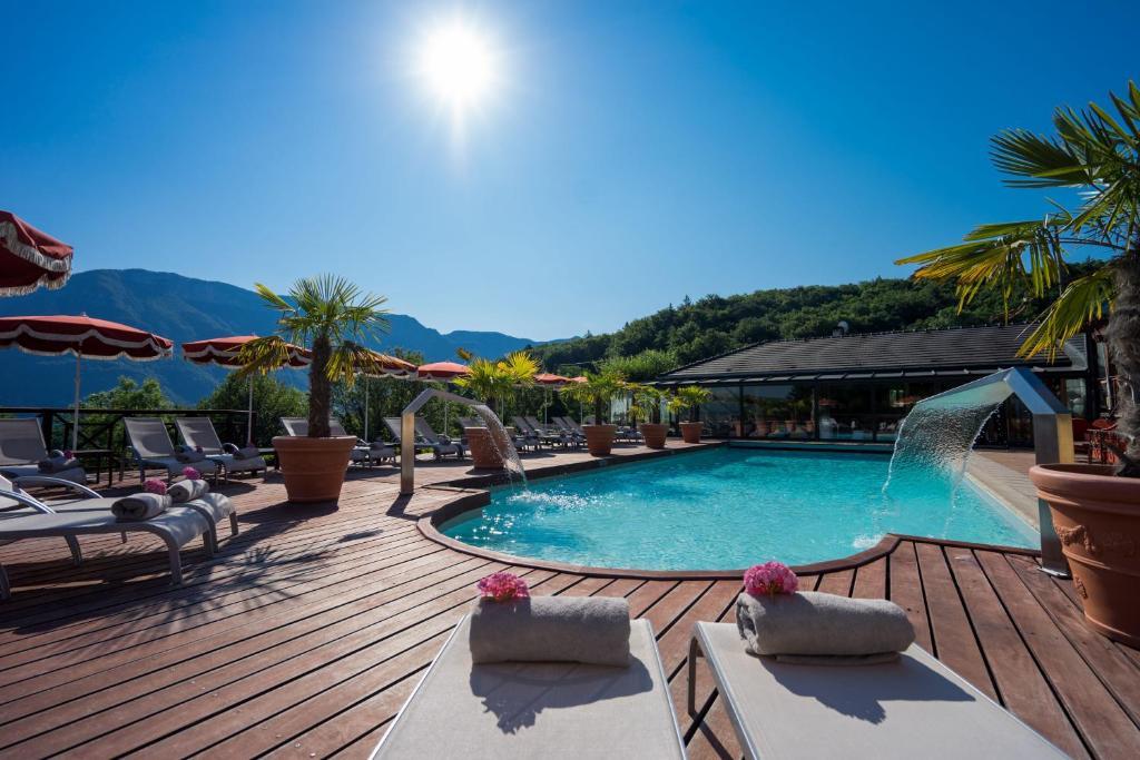Het zwembad bij of vlak bij Les Tresoms Lake and Spa Resort
