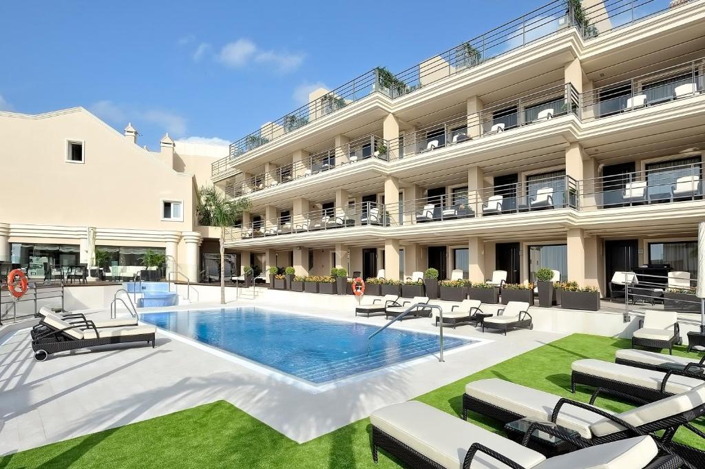 The swimming pool at or near Vincci Selección Aleysa, Hotel Boutique & Spa