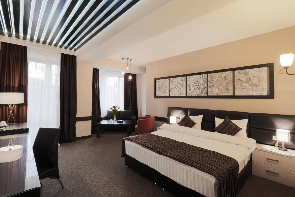 A bed or beds in a room at Diamond Hotel Yerevan