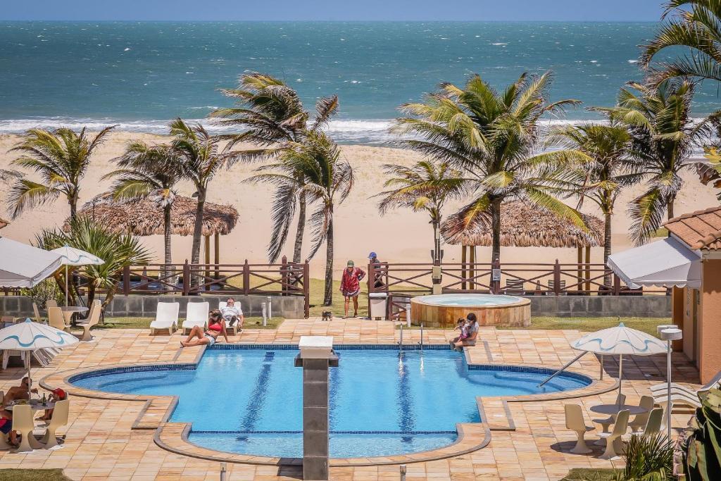 A piscina localizada em Atlantic Palace Apart-Hotel ou nos arredores