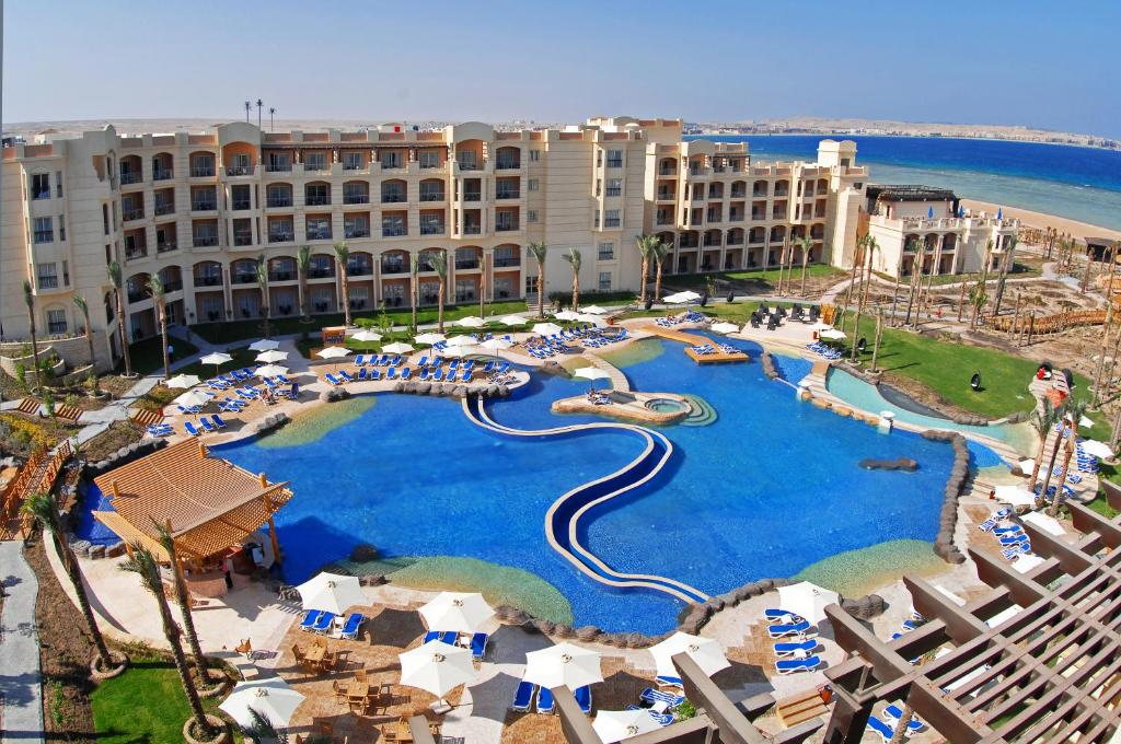 A view of the pool at Tropitel Sahl Hasheesh or nearby