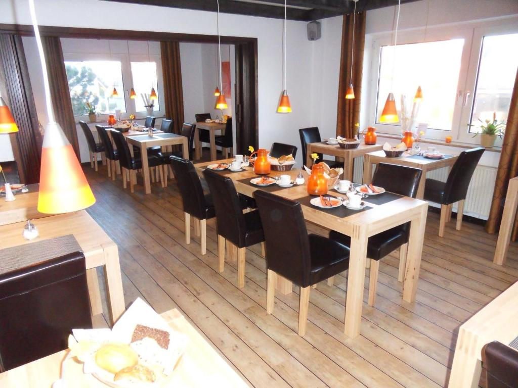 A restaurant or other place to eat at Hotel Brandaris am Golfplatz *** garni