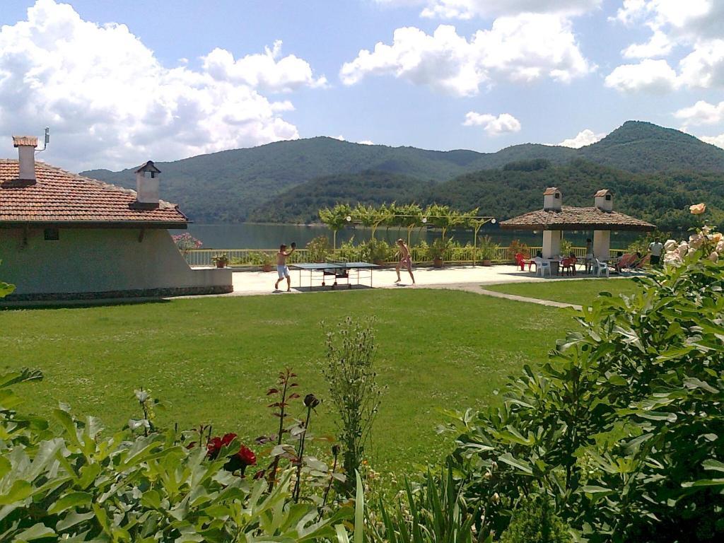 A garden outside Family Hotel Belvedere