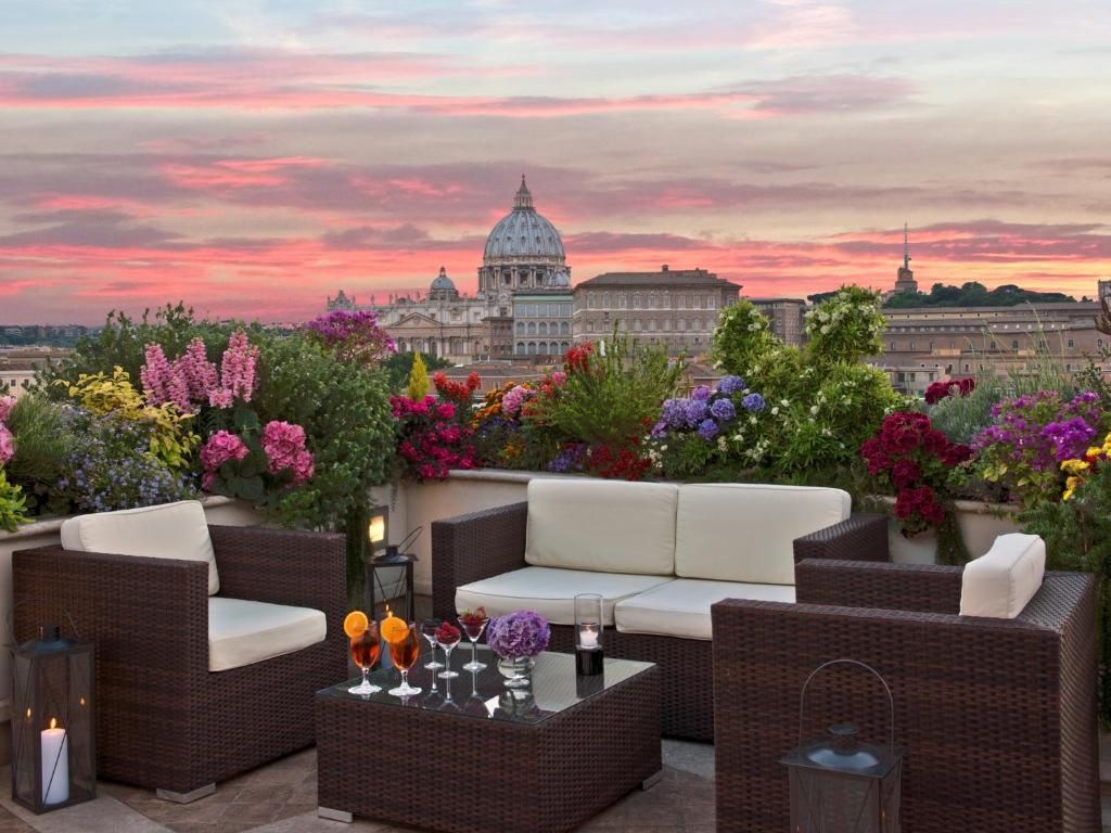 A balcony or terrace at Atlante Star Hotel