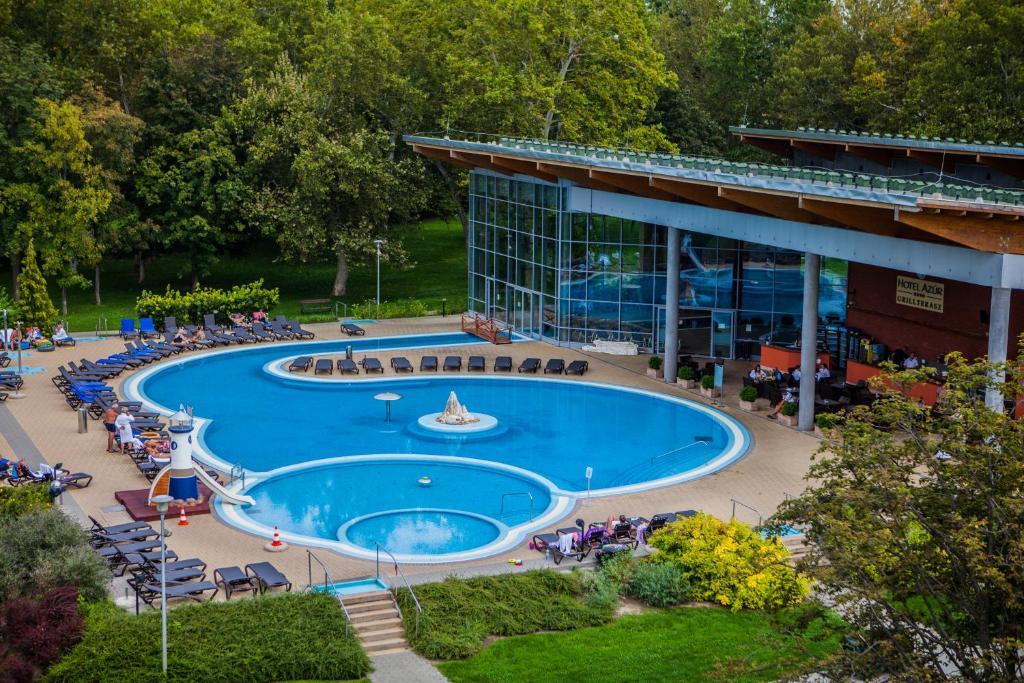 Вид на бассейн в Hotel Azur Siofok или окрестностях