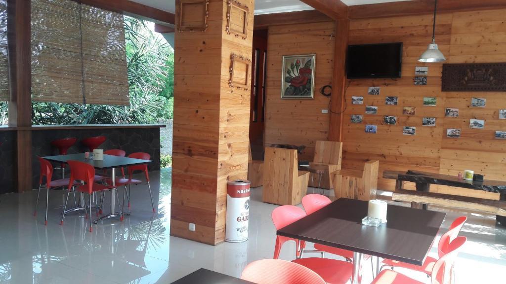 Restoran atau tempat makan lain di Nuwono Tasya