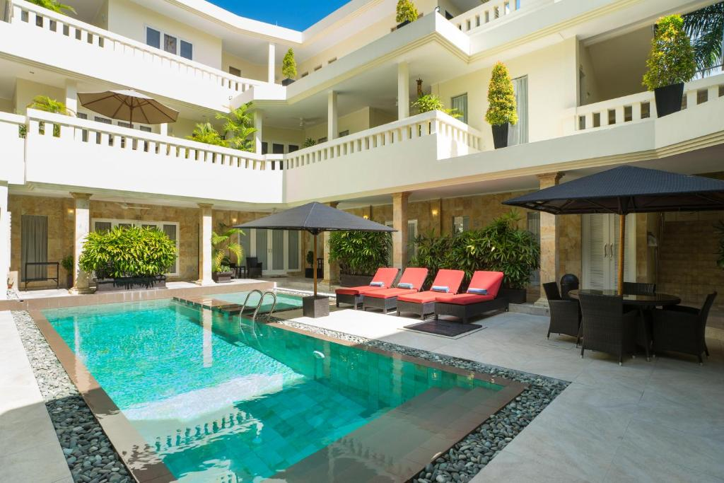 The swimming pool at or close to Beach Melati Apartments